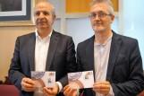 Fraguas y Ramón muestran la edición limitada. (FOTO: Rebeca Ruiz)