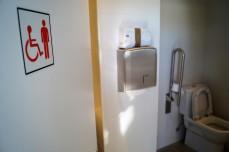 Baños adaptados. (FOTO: Rebeca Ruiz)