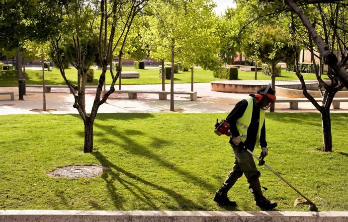 Trabajos de Jardinería de Atades Flor en el Parque Padre Querbes de Huesca