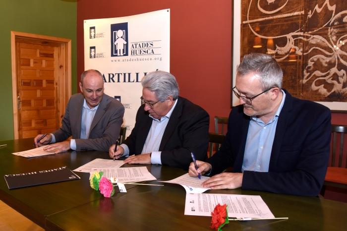 Atades Huesca firma (2)